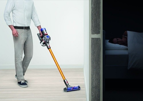 dyson v8 13 staubsauger test 24. Black Bedroom Furniture Sets. Home Design Ideas